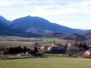 Село и гора Бюгараш. Южная Франция